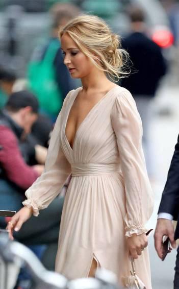 Jennifer Lawrence in L. Wells Bridal Fall 2019-3