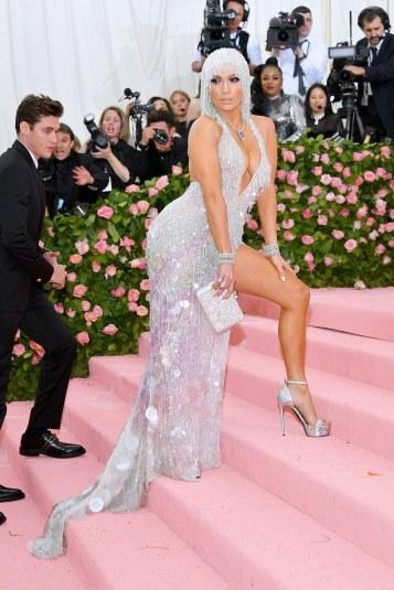 Jennifer Lopez in Atelier Versace-1
