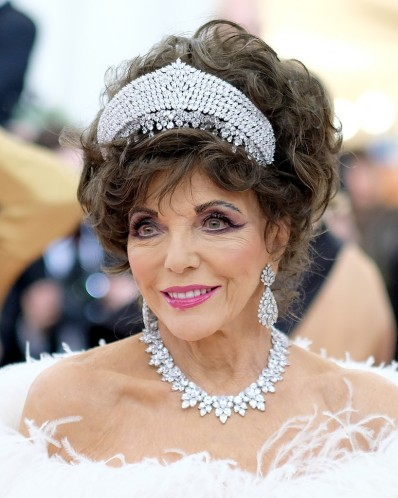 Joan Collins in Valentino-1