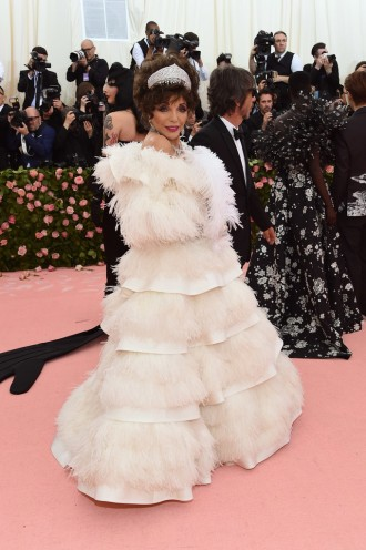 Joan Collins in Valentino-2