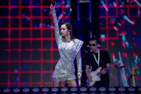 Jolin Tsai in Raisa&Vanessa Fall 2019-15