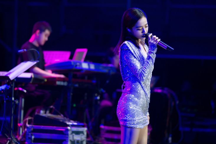 Jolin Tsai in Raisa&Vanessa Fall 2019-18