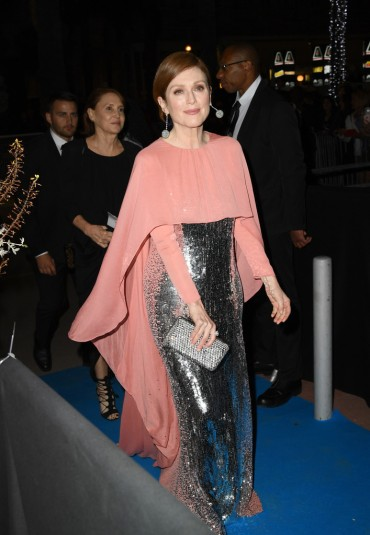 Julianne Moore in Givenchy Fall 2018 Couture-7