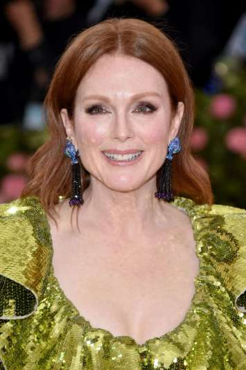 Julianne Moore in Valentino Spring 2019 Couture-1
