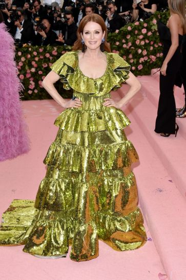 Julianne Moore in Valentino Spring 2019 Couture