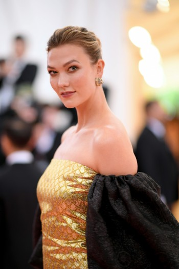 Karlie Kloss in Gucci-2