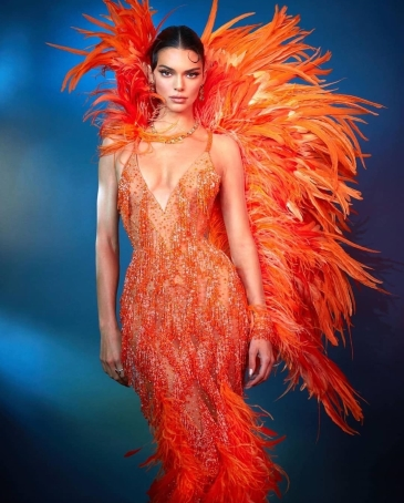 Kendall Jenner in Atelier Versace-2