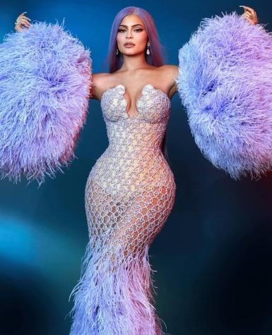 Kylie Jenner in Atelier Versace-3