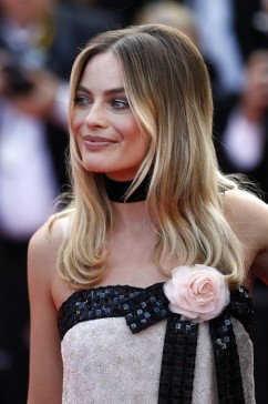 Margot Robbie in CHANEL Spring 2011 Couture-6