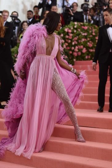 Naomi Campbell in Valentino-3