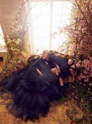 Rosie Huntington-Whiteley Harper's Bazaar UK June 2019-4
