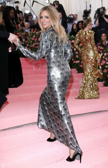 Sienna Miller in Paco Rabanne Fall 2019-1