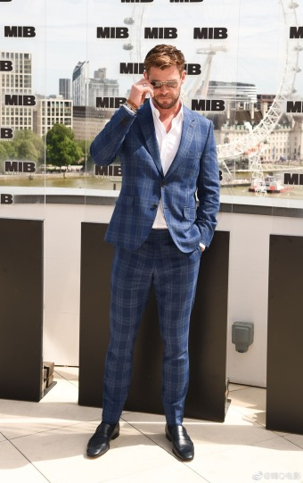 Chris Hemsworth in Paul Smith-3