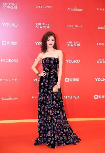 Elaine Zhong in Armani Privé Fall 2018 Couture-1