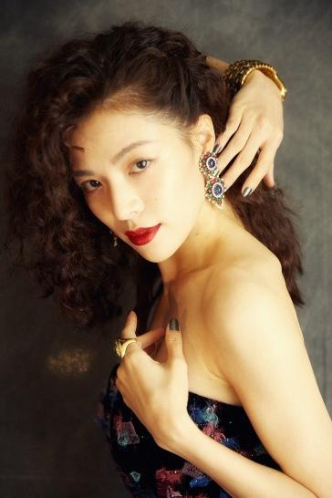 Elaine Zhong in Armani Privé Fall 2018 Couture-4