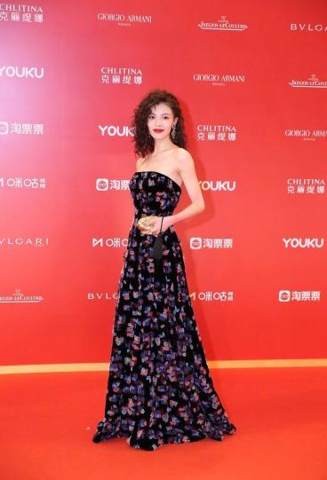 Elaine Zhong in Armani Privé Fall 2018 Couture-7