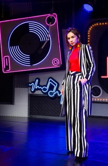 Ella Chen in Alice + Olivia Spring 2019-1