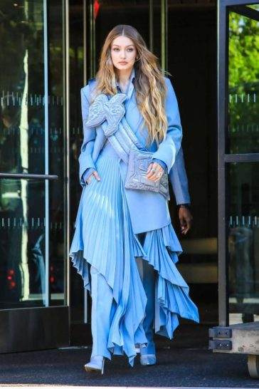 Gigi Hadid in Louis Vuitton-8