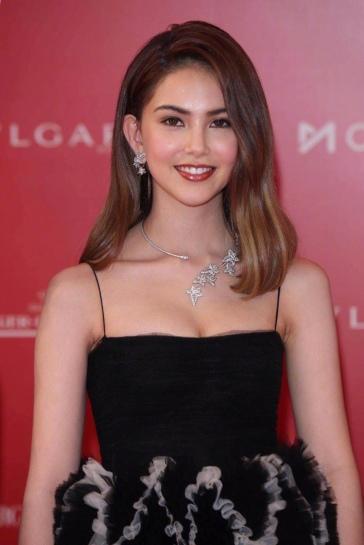 Hannah Quinlivan in Valentino Pre-Fall 2019-2