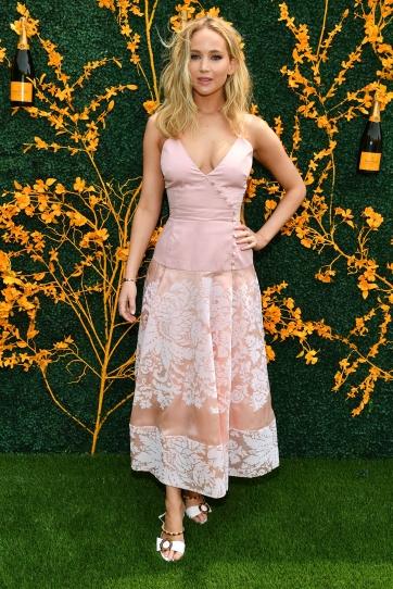 Jennifer Lawrence in Rosie Assoulin-7