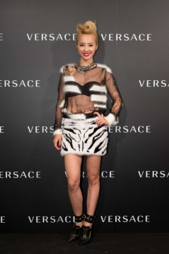 Jolin Tsai in Versace-6