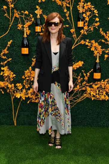 Julianne Moore in Givenchy Pre-Fall 2019-1