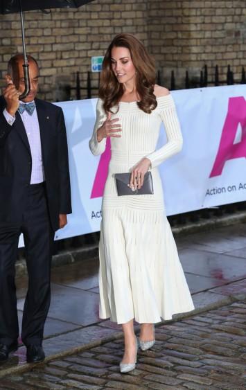 Kate Middleton in Barbara Casasola Spring 2016-8