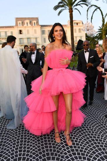 Kendall Jenner in Giambattista Valli x H&M-8