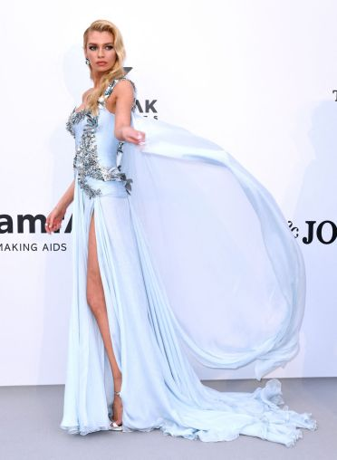 Stella Maxwell in Atelier Fall 2018 Couture-1
