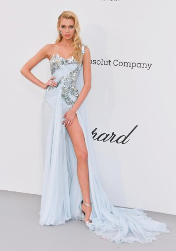 Stella Maxwell in Atelier Fall 2018 Couture-2