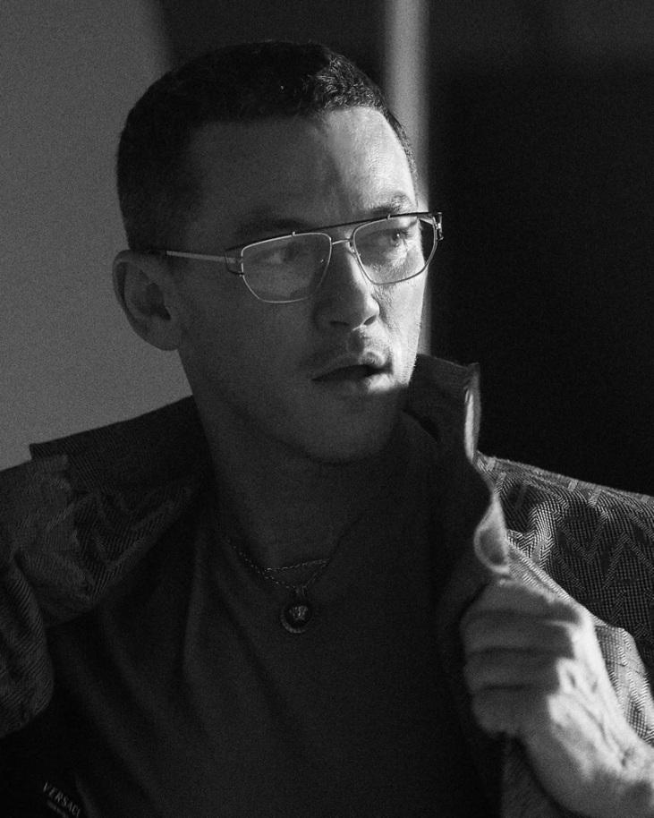 Luke Evans Versace Eyewear 2019 Campaign-5
