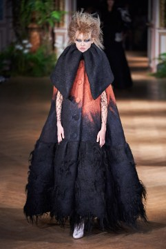 Viktor & Rolf Fall 2019 Couture Look 7