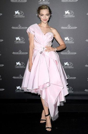 Amanda Seyfried in Alexander McQueen Pre-Fall 2019-3