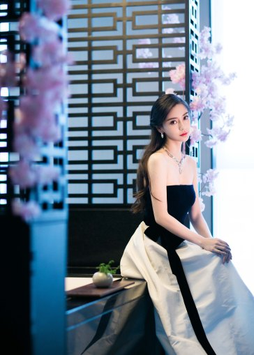 Angelababy in Monique Lhuillier Fall 2019-4