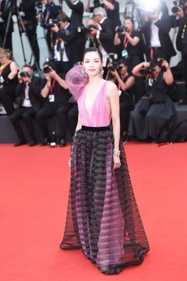 Elaine Zhong in Armani Privé Fall 2018 Couture-8