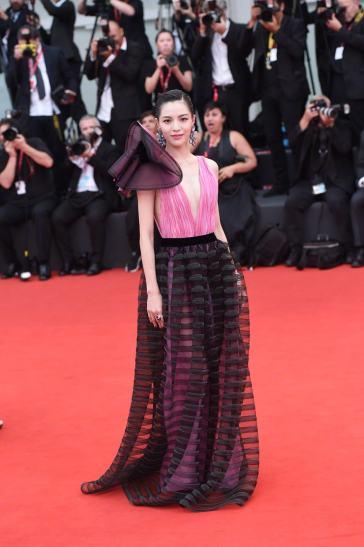 Elaine Zhong in Armani Privé Fall 2018 Couture-9