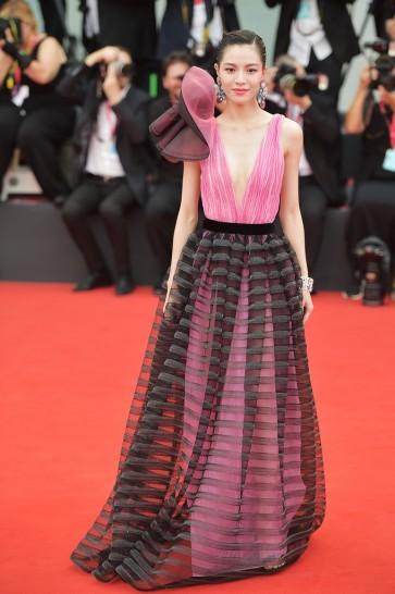 Elaine Zhong in Armani Privé Fall 2018 Couture