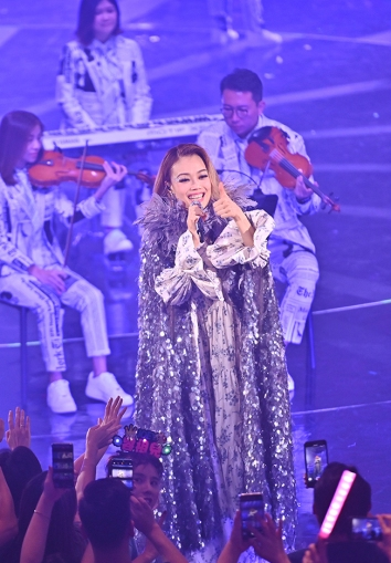 Joey Yung in Marc Jacobs Fall 2019-3