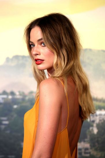 Margot Robbie in Dries Van Noten Fall 2019-10