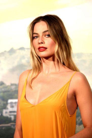 Margot Robbie in Dries Van Noten Fall 2019-2
