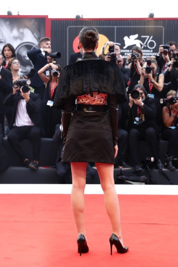 Stacy Martin in Louis Vuitton Resort 2020-4