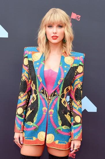 Taylor Swift in Atelier Versace-12