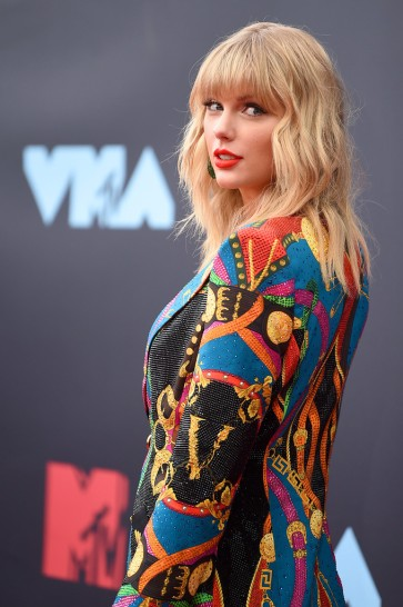 Taylor Swift in Atelier Versace-6