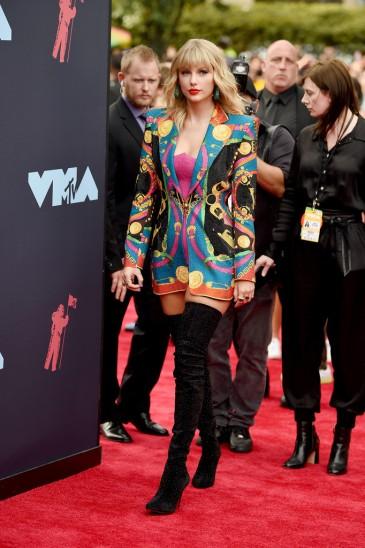 Taylor Swift in Atelier Versace-9
