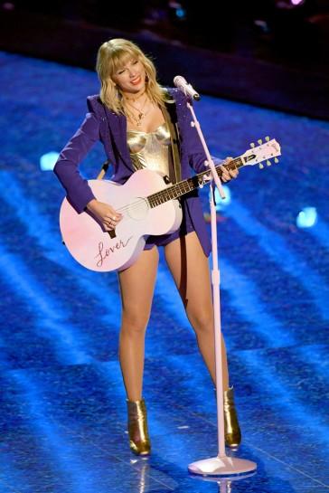 Taylor Swift in Versace-1