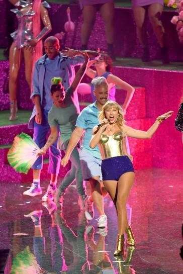 Taylor Swift in Versace-2