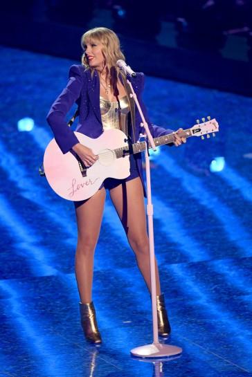Taylor Swift in Versace
