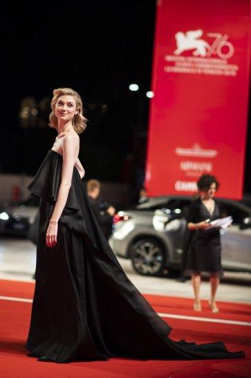 Elizabeth Debicki in Schiaparelli Fall 2019 Couture-4