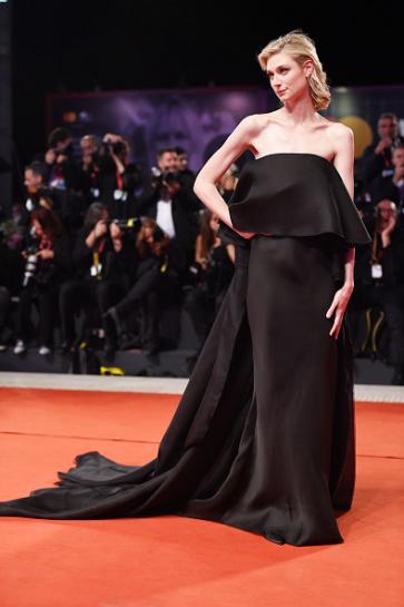 Elizabeth Debicki in Schiaparelli Fall 2019 Couture-8