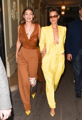 Gigi Hadid in Oscar de la Renta Spring 2020 with Bella Hadid in Spring 2020-2